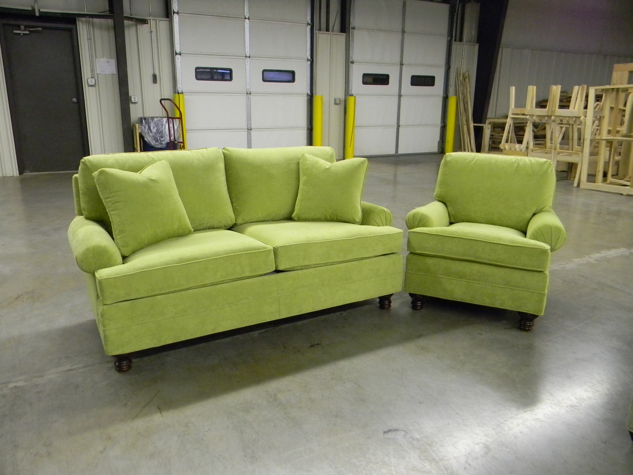 Apple green sofa jackson apartment size sofa green apple for Apple green living room ideas